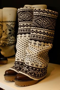 This is an awesome thing to do with comfy boots that may be out of style/totally scuffed/covered in salt/ just tired of… So cool! Crochet Socks, Knit Mittens, Knitting Socks, Hand Knitting, Knitting Patterns, Knit Crochet, Yarn Projects, Knitting Projects, Boots With Leg Warmers