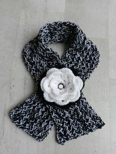 Sjaal breien / bloem haken Fashion, Moda, Fashion Styles, Fashion Illustrations