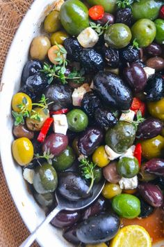 Easy Roasted Olives ~ this simple and elegant Mediterranean inspired appetizer is my go to for parties of all kinds. Healthy olives fit into most everyone's diet, so it's always a hit. Elegant Appetizers, Quick Appetizers, Finger Food Appetizers, Appetizers For Party, Appetizer Recipes, Tapas, Antipasto, Roasted Olives, Marinated Olives