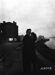 Robert Doisneau // on the banks of the Seine river, 1945 - Choisy Le Roi, France. ( http://www.gettyimages.co.uk/detail/news-photo/lovers-on-the-banks-of-the-seine-river-in-october-1945-in-news-photo/452144194