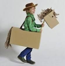 Resultado de imagem para como fazer fantasia com material reciclado Cowboy Birthday Party, Cowboy Party, Family Halloween Costumes, Diy Costumes, Projects For Kids, Crafts For Kids, Pony Party, Cardboard Box Crafts, Children Costumes