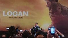 Hugh Jackman participou de coletiva de imprensa em São Paulo neste domingo (19) para falar sobre o lançamento do que deve ser seu último filme como Wolverine Logan. Dirigido por James Mangold o nono longa do ator como o mutante estreia no Brasil no dia 2 de março. É a história definitiva do Wolverine diz o australiano sobre o longa. Não queria que fosse um filme de quadrinhos. Queria que fosse o filme definitivo sobre este homem. Que ao olhar para trás eu tivesse orgulho. Jackman confirmou…
