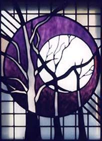 Moon and Trees Stained Glass halloween - Cool Glass Art Designs Stained Glass Quilt, Stained Glass Designs, Stained Glass Panels, Stained Glass Projects, Stained Glass Patterns, Leaded Glass, Mosaic Glass, Fused Glass, Tiffany Kunst
