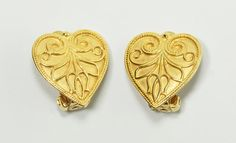 In #CherryOrchardAttic on #Etsy: Collection of Historic Jewelry Reproductions from the Metropolitan Museum of Art (MMA).   Metropolitan Museum Art MMA UPM Etruscan Style Gold Heart Floral Clip Earrings  #artjewelry #jewelry #MMA #MMAEarrings #MetropolitanMuseumArt #museumrepricas #earrings #goldearrings #vintageearrings #heartearrings #Etruscanearrings #Hellenistic #palmettes #Flamepalmettes #tulipearrings #praguemuseum #UPM