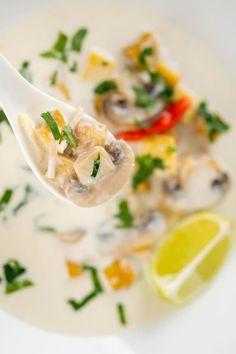 Tom Kha Soup (Thai Coconut Soup with Tofu) Most Popular Recipes, Amazing Recipes, Supper Recipes, Soup Recipes, Superfood Recipes, Healthy Recipes, Tom Kha Soup, Thai Coconut Soup, Sweet Soup