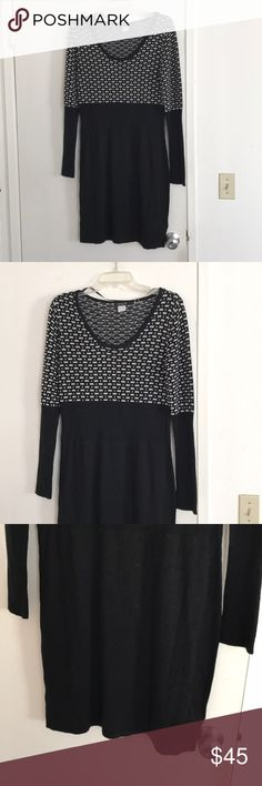 Black and creme sweater dress sz M by VENUS Black and creme sweater dress sz M by VENUS VENUS Sweaters
