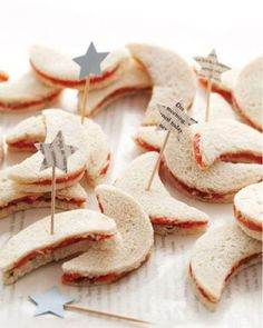 star & moon peanut butter and jelly finger sandwiches {cute idea}