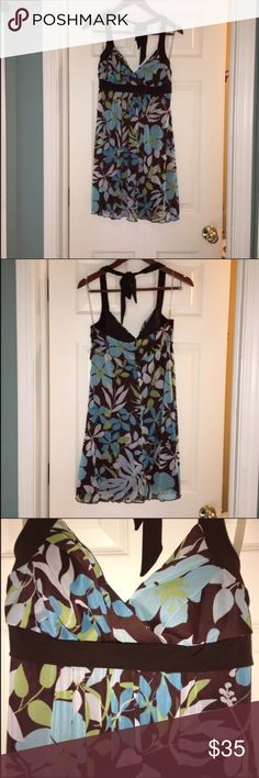 Worn once-flattering size M halter dress Beautiful and flattering halter dress. It has only been worn once so it's in great condition. It has a built in bra and flows nicely over the mid areas.   The brand is speechless bought at Macy's. Speechless Dresses Midi