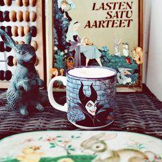 Happy saturday  Mukavaa lauantaita  paras kirpputorilöytö vähään aikaanDisney kirja vuodelta -78 ja 2e  #disneymug  #maleficent  #disneymuki  #instamugs  #disneybook #booklover #kahvihetki  #aamukahvi  #coffee #kahvi #caffelatte #kahve #kahwa #kirjafani #kahvifani