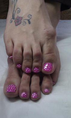 Nail Art ~ Toes~Pink base with white dots.