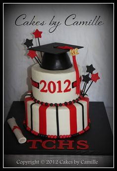 Graduation cake with hat topper