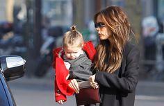 Οι στιλάτες Victoria και Harper Μαμά και κόρη σε άψογο street look.