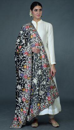Kurti Designs Party Wear, Kurta Designs, Blouse Designs, Pakistani Dresses, Indian Dresses, Indian Outfits, India Fashion, Ethnic Fashion, Indian Attire