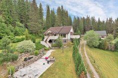 Найти Verrastranda - отличный отдельностоящий дом, расположенный в сельской и мирной обстановке! Панорамный вид на озеро!
