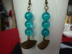 Boucles d'oreilles en métal couleur bronze perles et éventail. : Boucles d'oreille par laboiteabijouxnanny