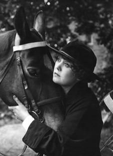 Johanna (Annie) Bos in the film Majoor Frans (1916).