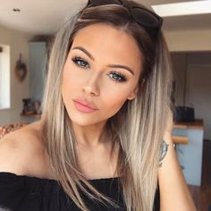 awesome balayage hair color ideas and shades for women 2019 166 Hair Color Balayage, Hair Highlights, Haircolor, Ombre Hair Color, Blonde Balayage, Brunette Hair, Blonde Hair, Cheveux Beiges, Medium Hair Styles