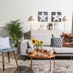 We love stars! ⭐#livingroom #stars #welovewestwing #getinspired #interiordesign #instahome #design #interiorlover #detailscount #homestyling #homedecor #styleyourhomewithus #roomforinspo #interiorforyou #dailyinspiration #decoration