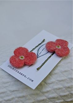 Needle felted hair clips @ islacorbett.com Felt Hair Accessories, Felt Hair Clips, Needle Felting, Hair Bows, Bobby Pins, Projects To Try, Wooden Toys, Creative, Brooches
