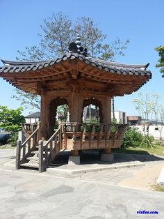 Korean Traditional, Traditional House, Gazebo, Pergola, Chinese Design, Roof Structure, Japanese Architecture, Old Building, Japanese House