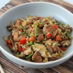 Koolhydraatarme bami goreng - Lowcarbchef.nl Low Carb Recipes, Cooking Recipes, Healthy Recipes, Paleo, Keto, Go For It, Moussaka, High Tea, No Cook Meals