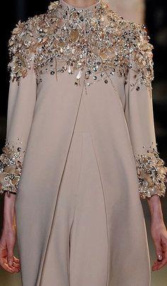 Abaya Style 397794579561472121 - Elie Saab Source by Abaya Fashion, Muslim Fashion, Modest Fashion, Couture Fashion, Fashion Clothes, Fashion Dresses, Elegant Dresses, Beautiful Dresses, Mode Abaya