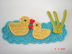 Crochet Applique Patterns Free, Crochet Motif, Crochet Designs, Crochet Flowers, Crochet Stitches, Crochet Gifts, Diy Crochet, Crochet Toys, Crochet Wreath