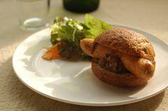 ホットドッグ(Hotdog)鹿屋のふくどめ小牧場のソーセージに小麦ふすまのパン