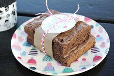 Kaffee-Brownies to go. Schokoladige Brownies mit mildem Kaffeegeschmack für die kleine Pause unterwegs.