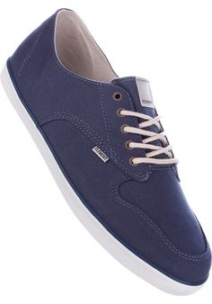 The #Element Topaz #sneaker is made from a light #canvas fabric and comes with a double-sewn toe cap, metal loops in the lacing system and various subtle logo-details. #titus #skateboarding #dailydeal #shoes #male #skate