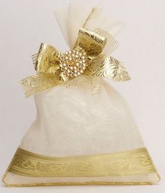 Wedding Favors - Kavya Creations Info & Review | #potlis #whiteandgold #wedmegood