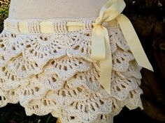 """free crochet tutu pattern : this would make a cute booty cover if you didn't want the """"ruffle butt"""" look. Crochet Tutu, Crochet Skirts, Crochet Crafts, Crochet Projects, Diy Crochet, Crochet Ideas, Tutu Pattern, Free Pattern, Skirt Mini"""