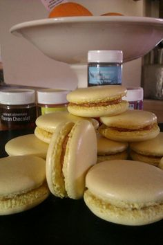 macarons au caramel beurre salé, réalisation cook'in® by Guy Demarle (ateliers dans le Gers-32) Cooking Red Lentils, Cooking Beets, Cooking Fails, Cooking Torch, Macarons, Salad Recipes, Lunch Box, Cookies, Breakfast