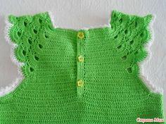 Здравствуйте! Родилось это платье случайно, из-за нехватки времени для подарка внучке моей соседки. Сваять полностью вязаное платье уже не успевала, вот и пришло решение скомбинировать.