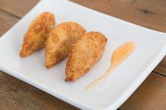 Pastelzinho de camarão com molho de tangerina [ Buffet | Finger food ]