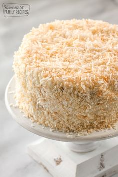 Coconut Cream Cake is layer upon layer of coconut flavor in every bite! Coconut infused cake, coconut cream cheese frosting, sprinkled with toasted coconut. Truly a coconut lover's dream! Coconut Desserts, Coconut Recipes, Just Desserts, Baking Recipes, Coconut Frosting, Coconut Cream Cakes, Healthy Recipes, Southern Coconut Cake Recipe, Best Coconut Cake Recipe