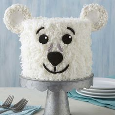 Whether it's a birthday, a Christmas party or just a reason to celebrate the beauty of winter, this Polar Bear Cake is a cute and fun way to liven up any party! Cupcakes, Cupcake Cakes, Fete Vincent, Buckwheat Cake, Winter Treats, Ganache, Zucchini Cake, Apple Smoothies, Wilton Cakes