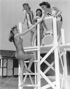 Cómo ha cambiado la moda de baño. ¿Os gustaría que el 'vintage' volviera también a los bañadores? | Impressive how the beach fashion has changed. Would you like to see the comeback of vintage swimsuits?