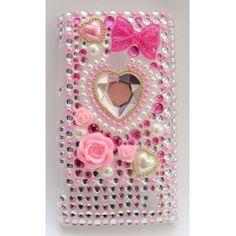 Upea Bling Bling suojakuori Lumia 520:n. Kuoressa on kohokuvioina, sydän, rusetti, kukkia ja tekojalokiviä.