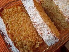 Bolo Fofo de Claras com Amêndoa My Recipes, Sweet Recipes, Cake Recipes, Dessert Recipes, Recipies, Food Cakes, Cupcake Cakes, Portuguese Desserts, Portuguese Recipes