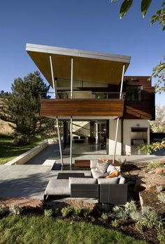 The geological definition of a syncline is a fold or crease in landscape caused by the rise of an ancient sea bed over time. The architects strategized to have the home reflect its site, which is a threshold between the city and nearby mountain park area.