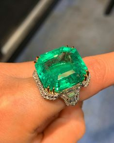 Over 31 carats of #Colombian emerald  @josephsaidianandsonsjewelry.