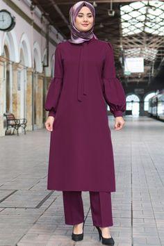 Tülin – Takım – Mürdüm – Model Dimensions Length: 170 cm Bust: 88 cm Waist: 76 cm buttocks: 94 cm Returns: within 14 days, return hours for evening dresses and suits) Muslim Women Fashion, Islamic Fashion, Modest Fashion, Hijab Fashion, Fashion Dresses, Unique Dresses, Trendy Dresses, Casual Dresses, Hijab Dress