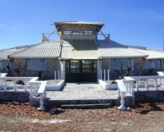 You may have heard of the hotel made of ice.now in Bolivia, here's the hotel made from 1 million salt blocks. (Why salt? Local wood was too expensive. Bolivia, One In A Million, Gazebo, Construction, Outdoor Structures, Flooring, Building, Outdoor Decor, Salar De Uyuni