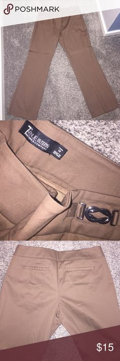 New York &Company Petite Dress pants Never been worn, brand new petite dress pants! Bought these pants last year and have been sitting in my closet since, they no longer fit! Hardware detailing on both hips New York & Company Pants Straight Leg
