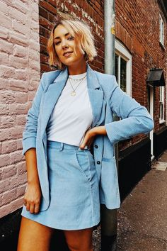 🔥🔥The sleekest way to do corduroy is wearing a corduroy skirt suit. Charming Scottish fashion lover Hannah Robinson worn hers with a white tee and golden necklaces for extra impact, and we can't deny it. H M Outfits, Crazy Outfits, Cute Casual Outfits, Skirt Outfits, Spring Outfits, Winter Outfits, Suit Fashion, Fashion Outfits, Fashion Weeks
