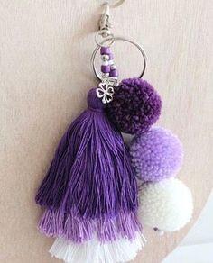 Pom Pom Crafts, Yarn Crafts, Diy And Crafts, Arts And Crafts, Cute Keychain, Tassel Keychain, Diy Tassel, Tassels, Crochet Projects