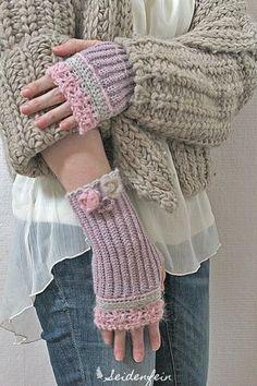 seidenfeins Blog vom schönen Landleben: Giveaway: Handstulpen mit Perlchen und feiner Häkelspitze * Anleitung * Giveaway : fingerless gloves with sequins, pailletts and crochet lace & Tutorial