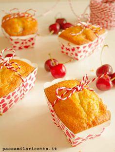 Mini Plumcake alle Ciligie soffici, ideali da gustare sia a merenda che a colazione. Si preparano in pochi minuti e possono essere personalizzati a piacere.