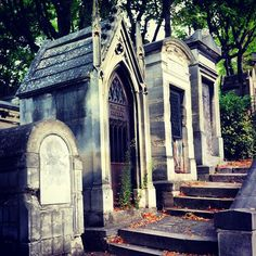 Pere Lachaise Cemetery (Image taken by @specky)